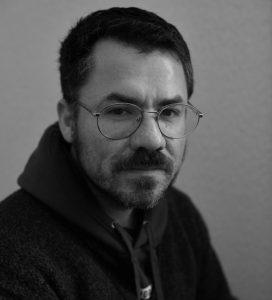 """CRÍTICA  Un laberinto con salida al mar: Sobre """"Apuntes al margen"""" de Cristóbal Gaete"""