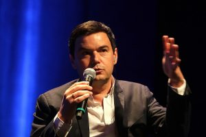 """Piketty, el economista temido por los ricos: """"Chile necesita justicia social y fiscal"""""""