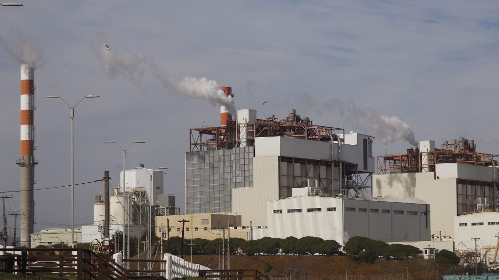 Proyecto de ley da facultades a municipios frente a industrias contaminantes