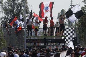 """Con desordenes: Barristas de Colo Colo efectuaron """"arengazo"""" en el Monumental"""