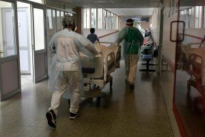 COVID-19: Minsal nuevamente reporta más de 2.000 contagios y casos activos siguen al alza