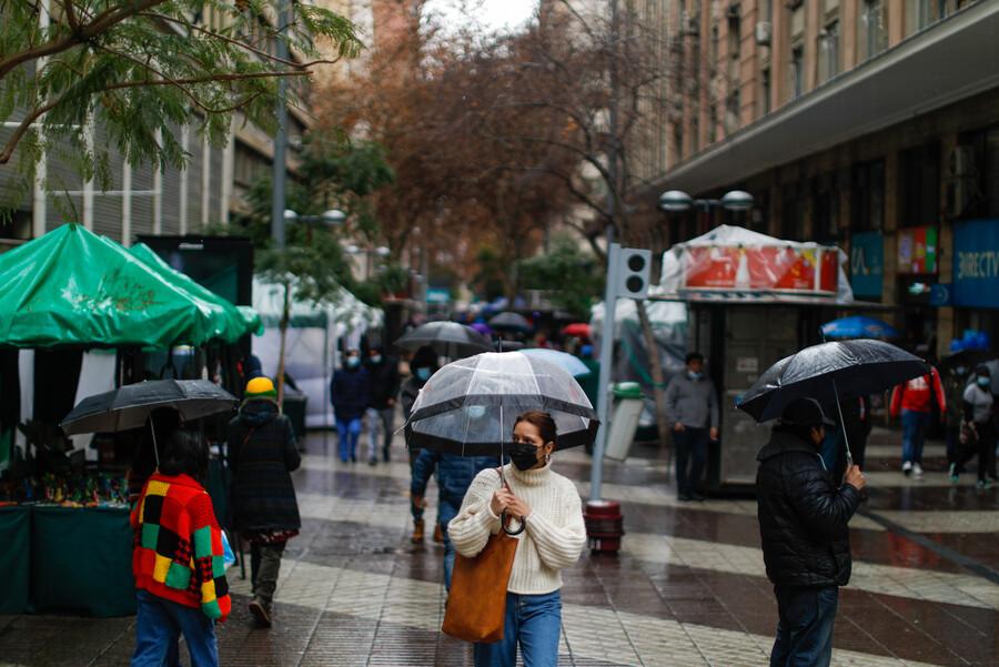 Vuelven los chubascos en Santiago: Revisa el informe del clima para esta semana