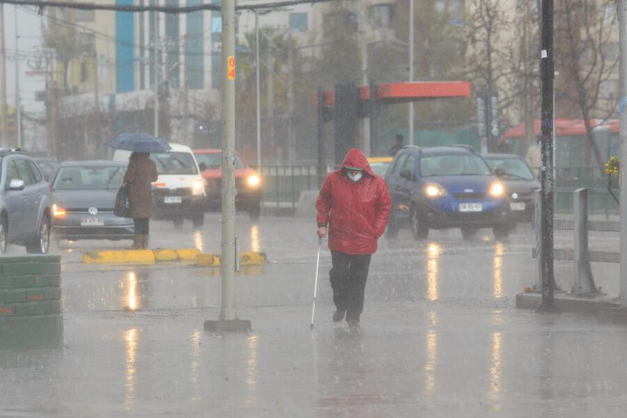 ¿Hasta cuándo lloverá en Santiago? La capital pasará de precipitaciones a mucho calor