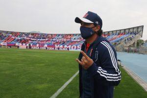 Azul Azul decide mantener a Esteban Valencia como entrenador de la U pese a mala campaña