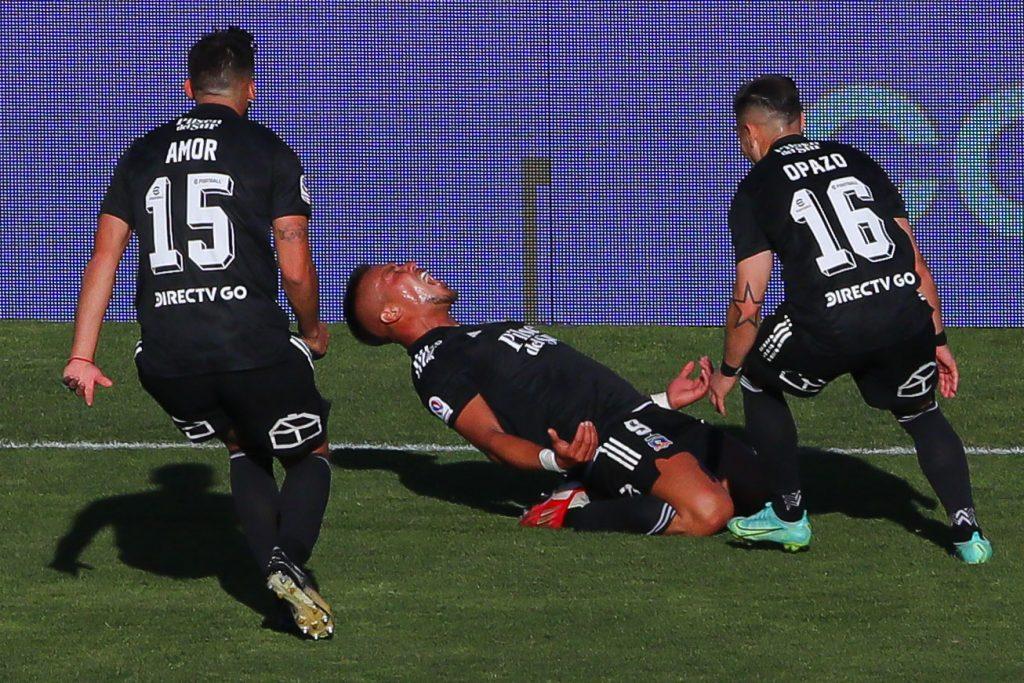 Colo Colo derrota en dramático partido a la UC y acaricia el título