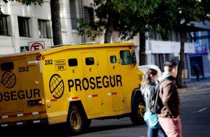 Nuevo caso de colusión: FNE acusa a las tres principales empresas de transporte de valores