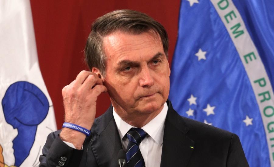 Facebook censura video en que Bolsonaro vincula vacuna anti COVID-19 al SIDA