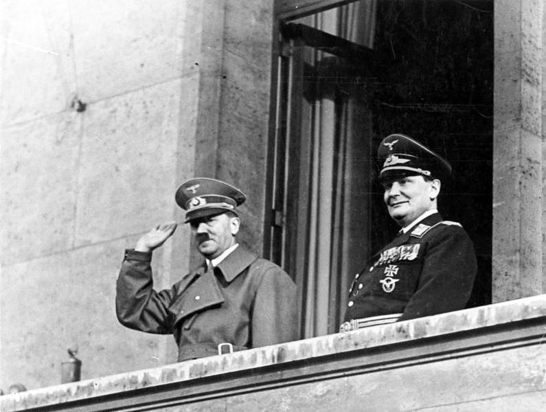 """""""Apología del nazismo"""": Fustigan artículo de El Mercurio sobre jerarca nazi Hermann Göring"""