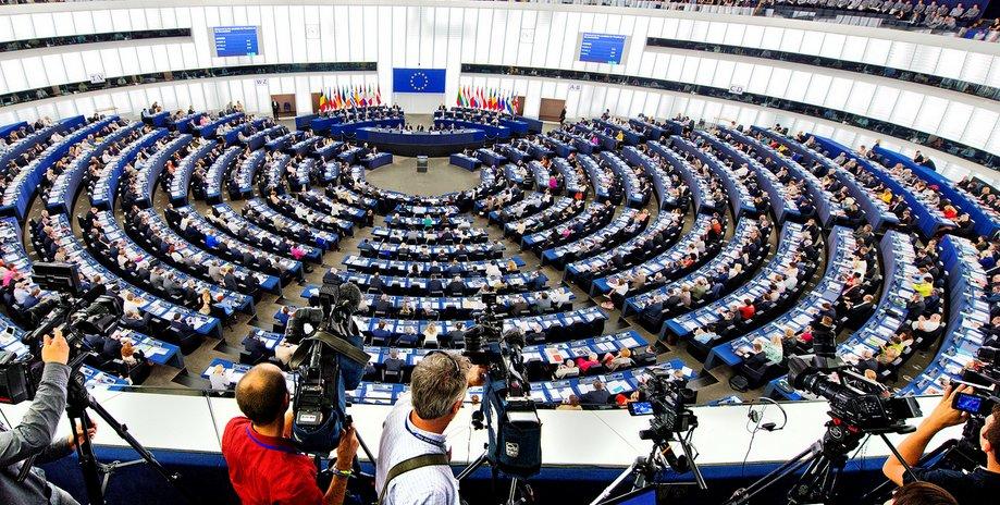 Eurodiputados piden suspender negociación de TLC con Chile durante proceso constituyente