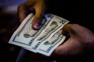 """Coordinador económico de Kast apuesta a un """"boom de concesiones"""" para recuperar la inversión extranjera"""