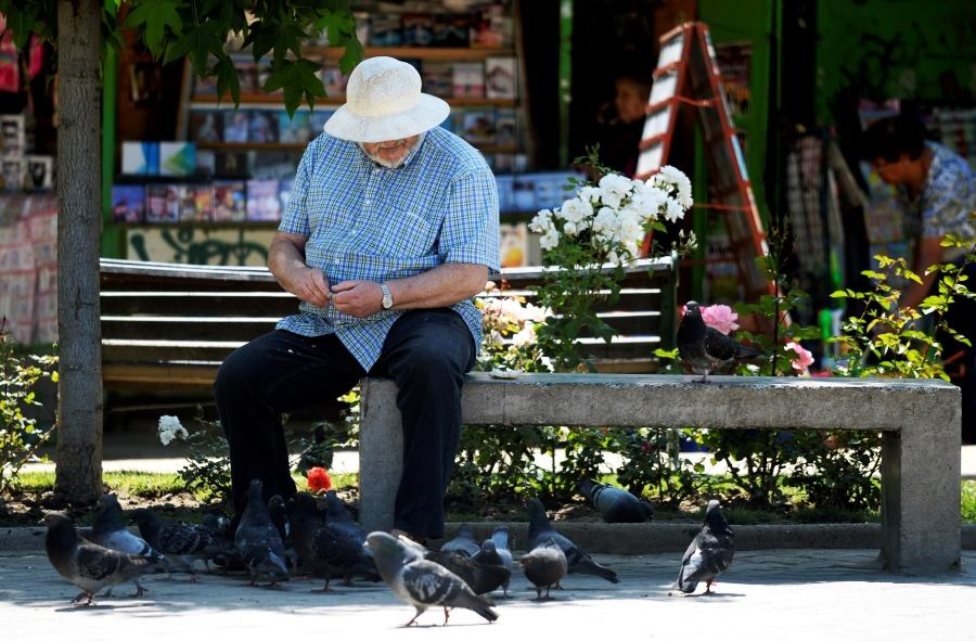 Sernac: 70% de los adultos mayores se han sentido discriminados como consumidores