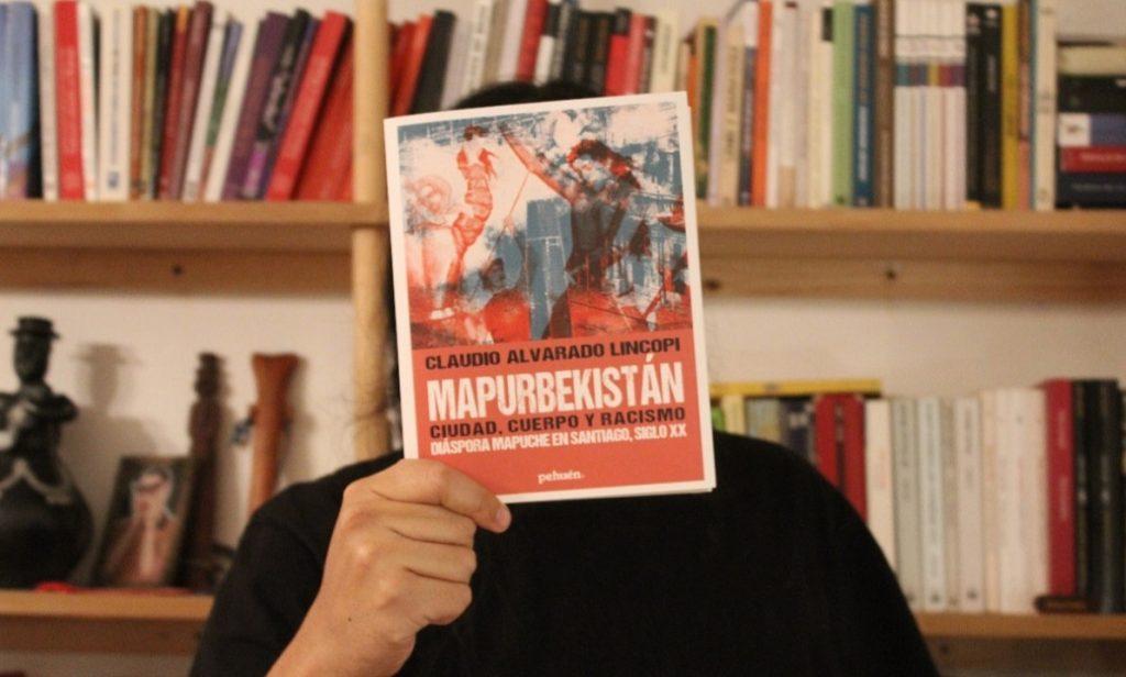 """Claudio Alvarado sobre su libro Mapurbekistán: """"Tensiona el relato oficial de la ciudad"""""""