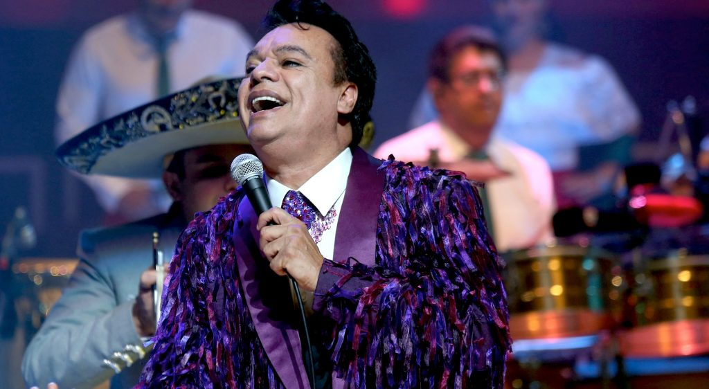 AUDIO| El momento en que Juan Gabriel le regaló sus canciones al movimiento gay chileno